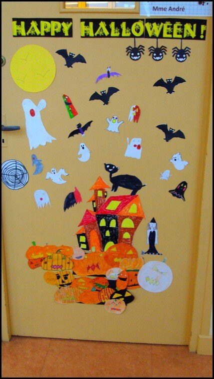 D coration de porte halloween nos p 39 tits cahiers for Idee decoration porte de classe