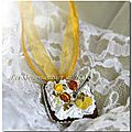 Collier macarons citron et chantilly