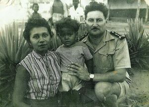 Papa_enfant_avec_ses_parents