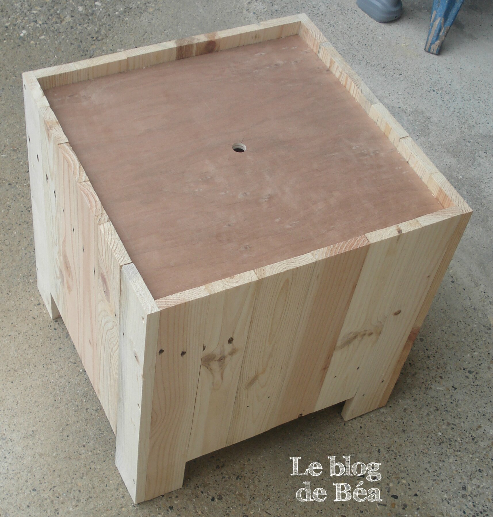 Diy tabouret rangement en bois de palette photo de 1 - Comment faire une table de chevet ...