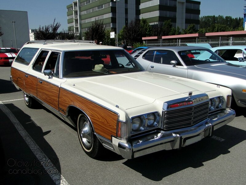 chrysler-town-and-country-wagon-1974-01