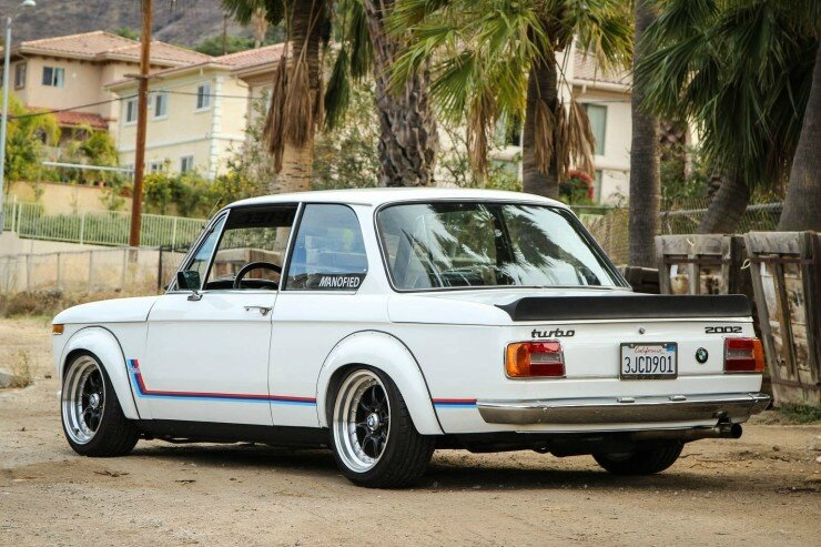 BMW-2002-Turbo-9-740x493