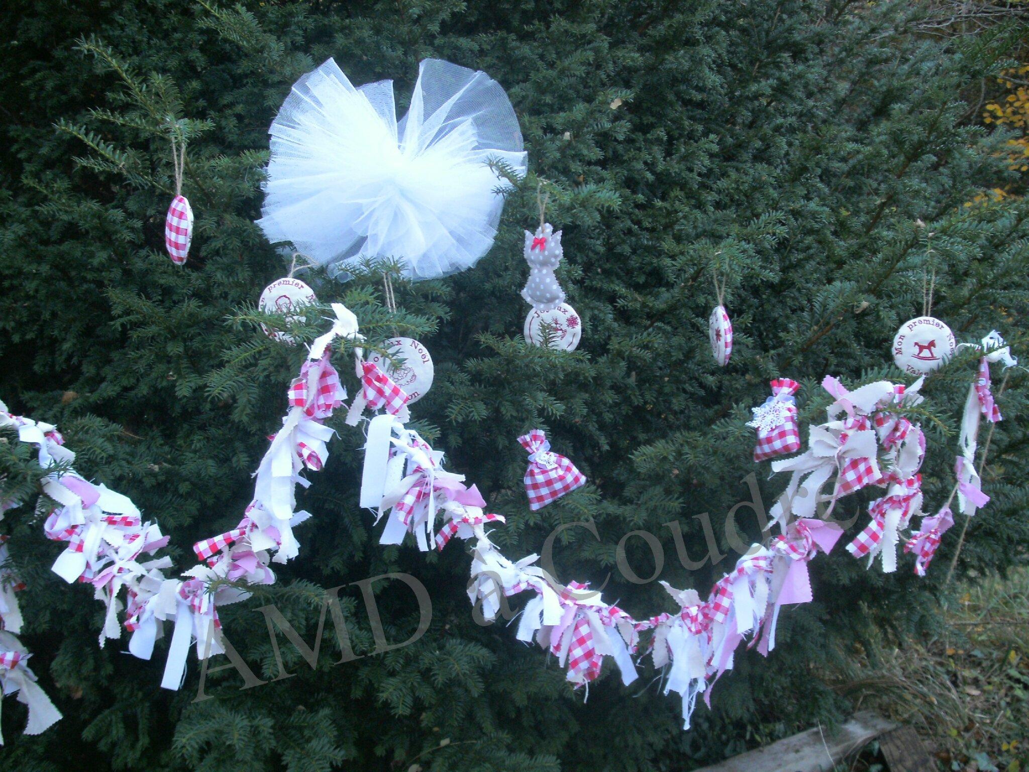 Décoration de Noël, angelot, renne, cabri, oursonne et compagnie, pochons de lavande par AMD à Coudre