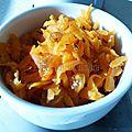 Salade tiède de carottes râpées aux raisins secs, jus d'orange et cumin