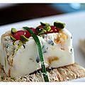 Amuse-bouche: fromage frais, kiri, miel, abricots secs ,pistaches, perles d'échalotes, ciboulette....
