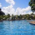 La piscine vue du restaurant BREZZA