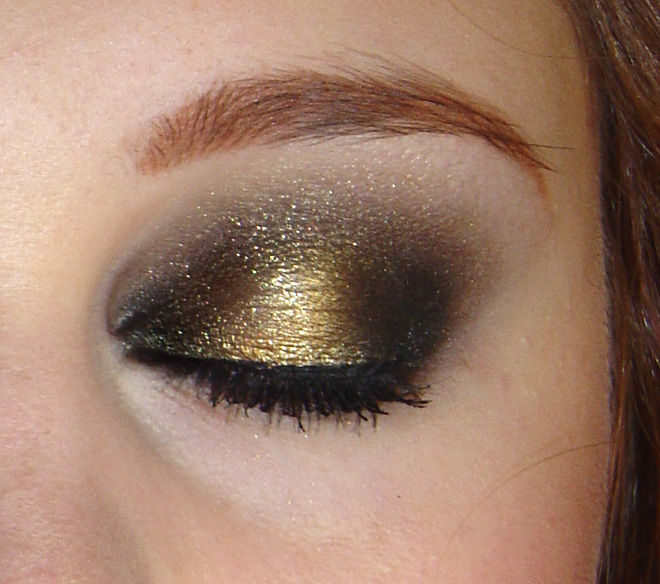 maquillage yeux or et argent