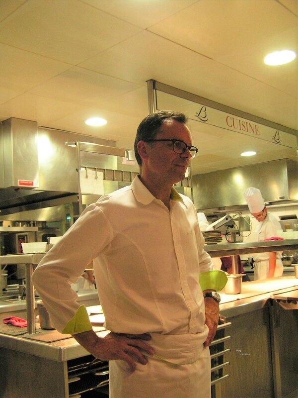 2017 08 24 (4) apéritif dans les cuisine du Relais Bernard Loiseau - le chef Patrick Bertron