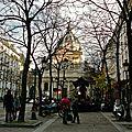 Sur la place de la Sorbonne.