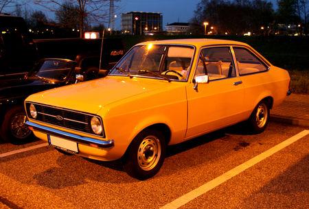 Ford_escort_mark_II_berline_2_portes__1975_1980__Rencard_du_Burger_King_avril_2011__02