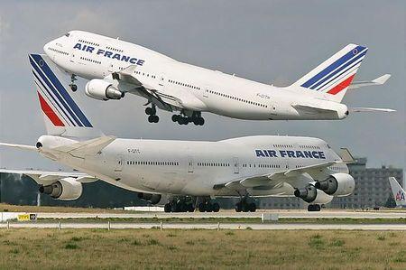 AF_Boeing_747_2_fois