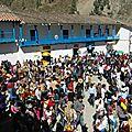 PAUCARTAMBO - La foule est dense sur la Plaza de Armas.