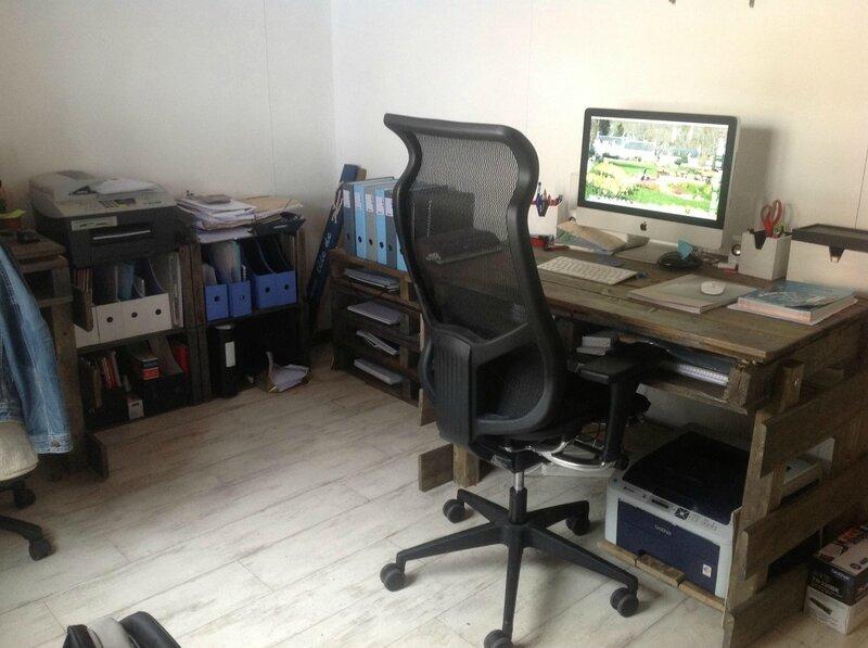Un bureau tout en palettes le petit jardin secret d 39 anna - Bureau en palette ...