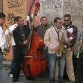 Groupe fanfaresque, centre-ville