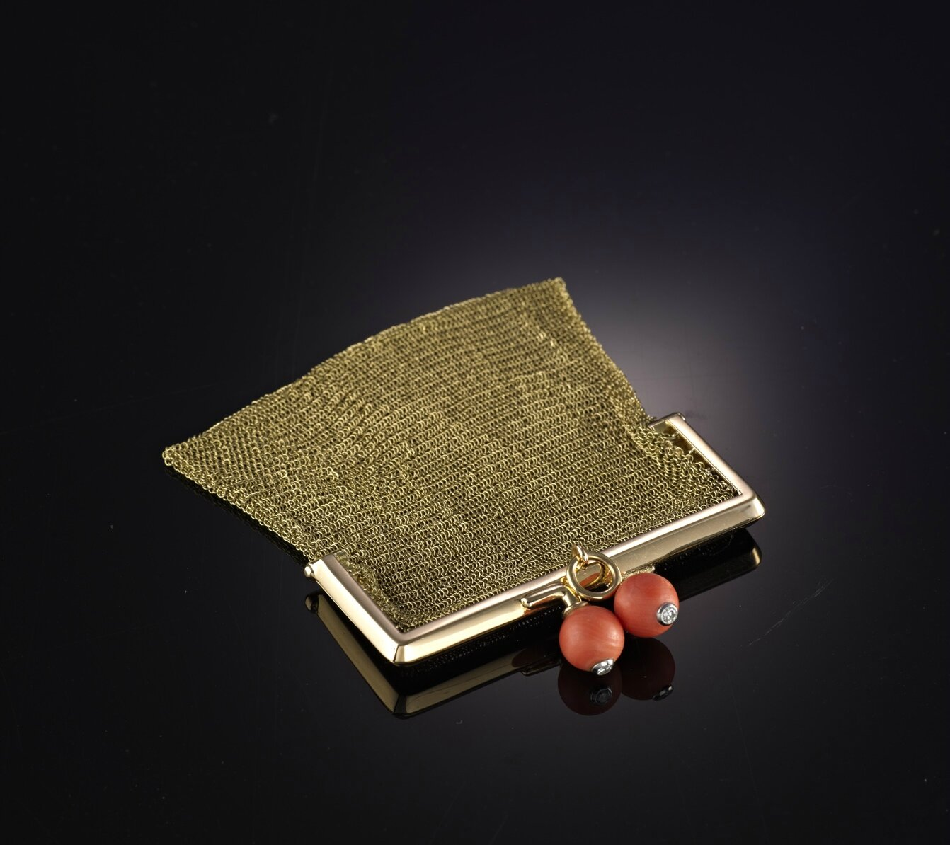 A gold mesh bag with coral clasps, Cartier, circa 1910