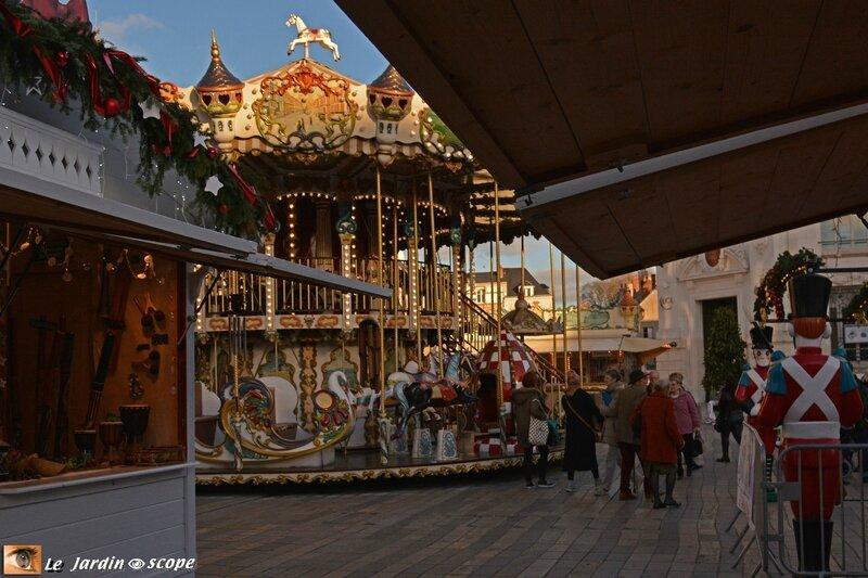 Le Manège ancien au Marché de Noël Orléans