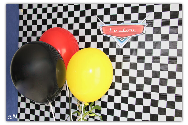 11-anniversaire-birthday-cars-flash-mcqueen-cars3-carsparty-deco-decoration-idee-theme-disney-disney-pixar-fete-gouter-piston-cup-gateau-logo-blog-bbtma-parents-maman-enfant-kids