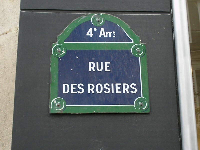 La rue des Rosiers, source de tous ces commerces.