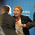 Election au quebec Mme Marois se fait tirer dessus en plein discours .