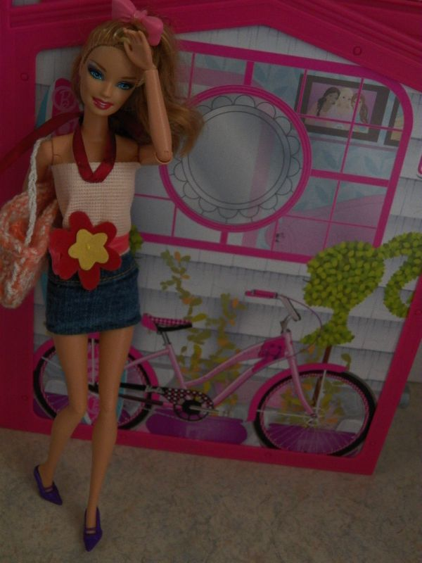 couture barbie:tenue jupe ,top et sac pour Sweety