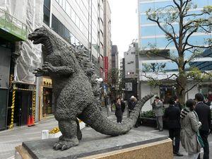 Tokyo03_Best_Of_09_Avril_2010_Vendredi_096_Ginza_Statue_Godzilla