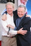 super_noel_3_av_los_angeles_53_ed_begley_jr_jon_voight