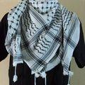 Vente de keffiehs de l'usine de mr herbawi- ( hebron/ palestine )