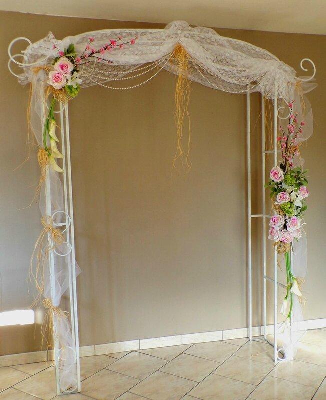 Arche mariage fleurs dentelle rose blanc