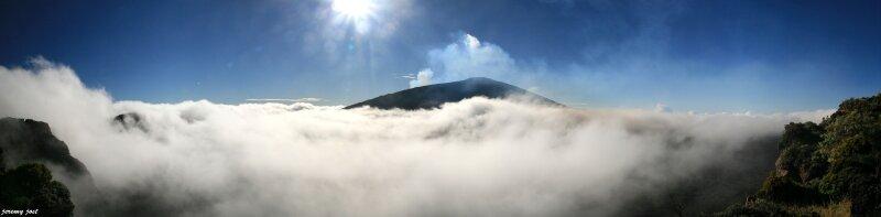 piton de la fournaise et nuages panoramic