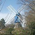 Moulin a vent : le moulin bleu