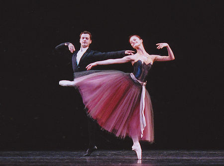 jr_kirov_balanchine_valse_dancers_point_800