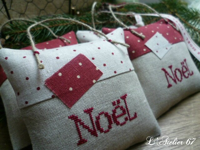 Lot 2 Accroches Noel:pois rouges et blancs