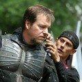 Un chevalier s'habille pour le combat...