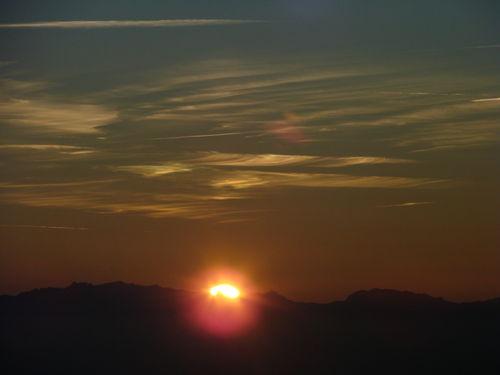 2008 09 08 Le soleil se lève derrire les Alpes vu depuis le sommet du Mezenc