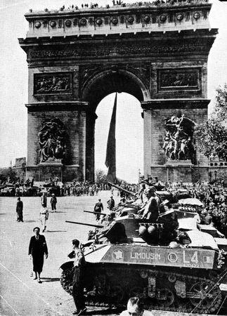 12_RCA_GALVEZ_Paris_25_aout_44_Arc_de_Triomphe