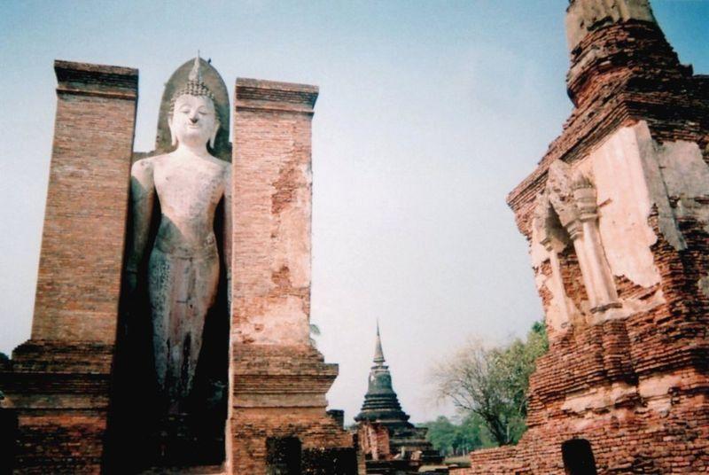 Sukhotaï ruines Bouddha debout