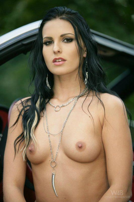 Jolies femmes seins nus sur 2Folie