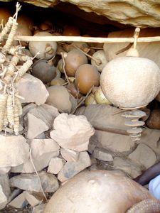 Sistres des circoncis dans une grotte de SONGHO Mali