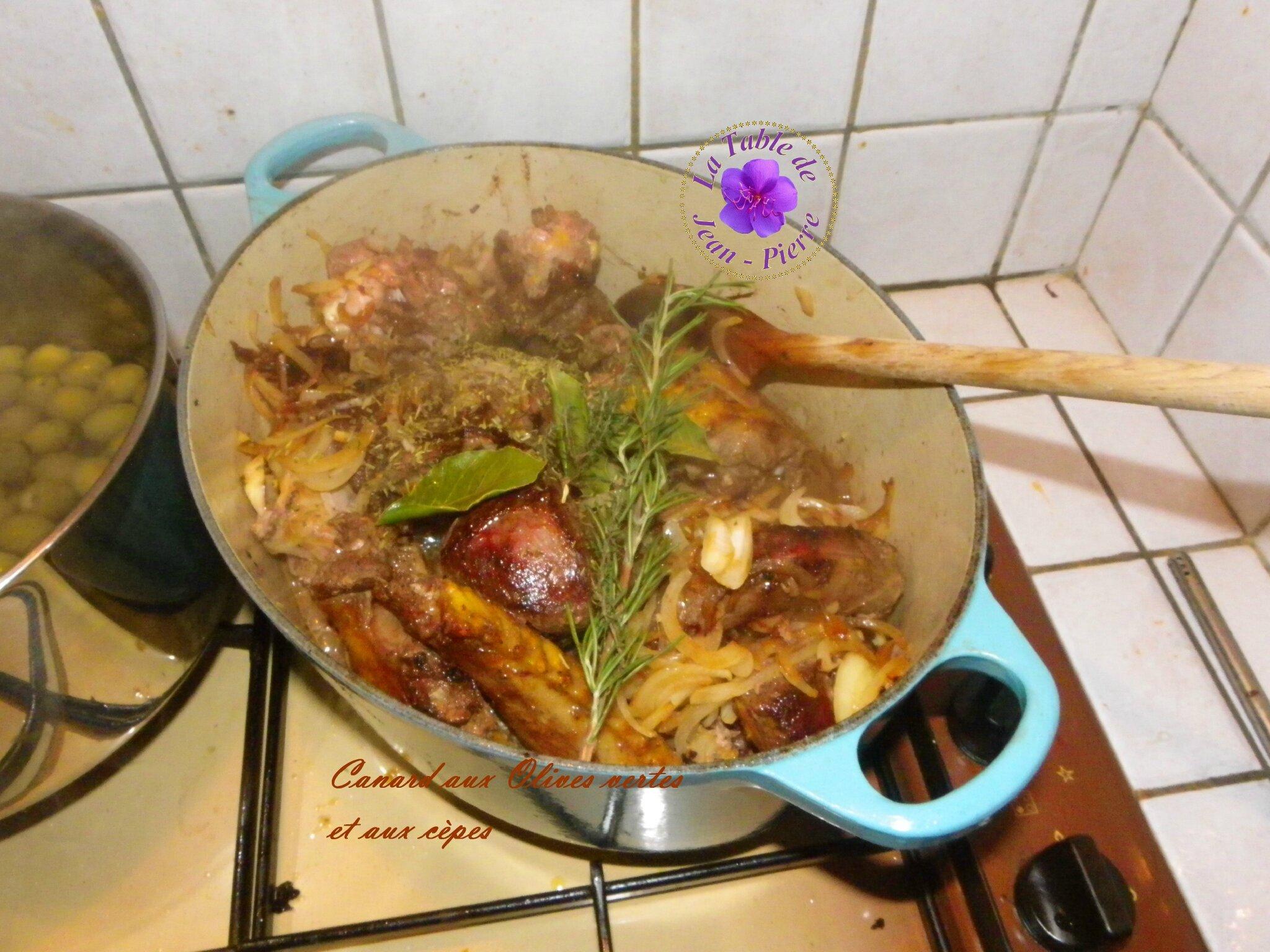 Fricassée de Canard aux olives vertes et aux cèpes