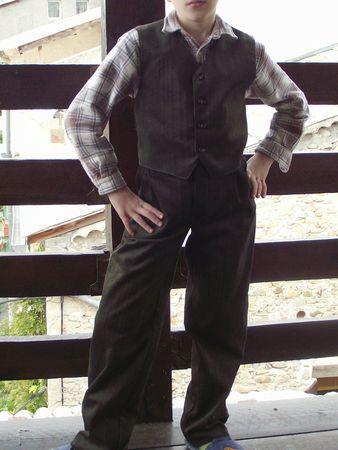 Pantalon 9781 Gilet 9528 Burda velours vert-gris 015