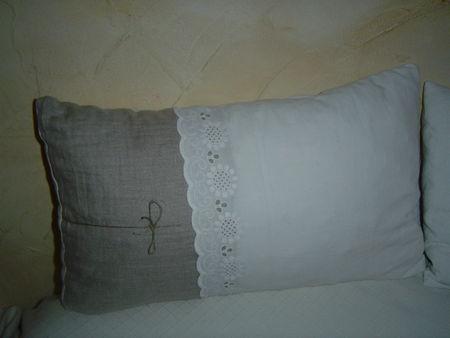quelques coussins fait maison bien ivoire. Black Bedroom Furniture Sets. Home Design Ideas