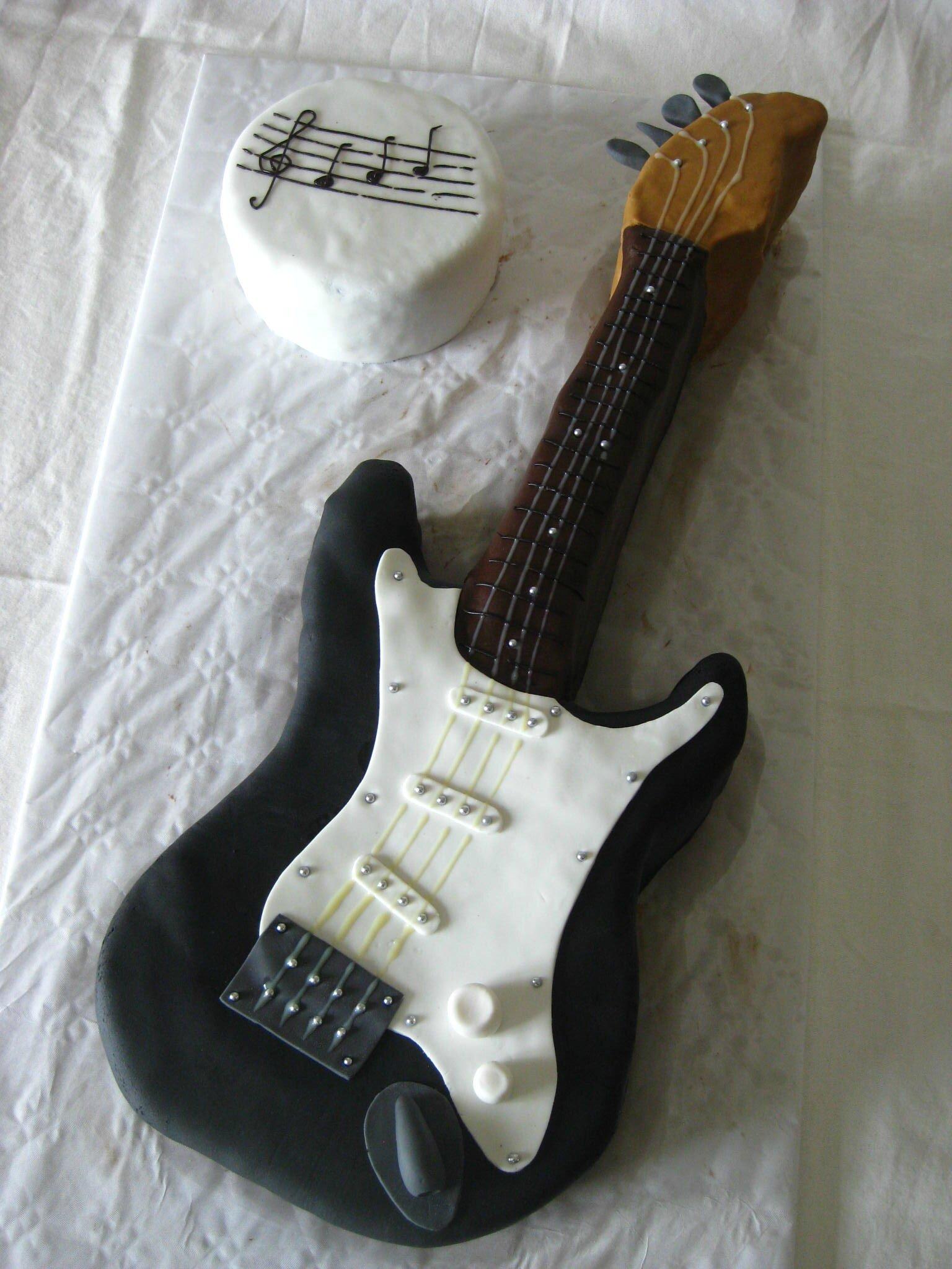 Extrêmement Gâteau guitare n°2 - Les Hobbies d'Aurélie YU01