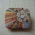 badge fleur multicolore
