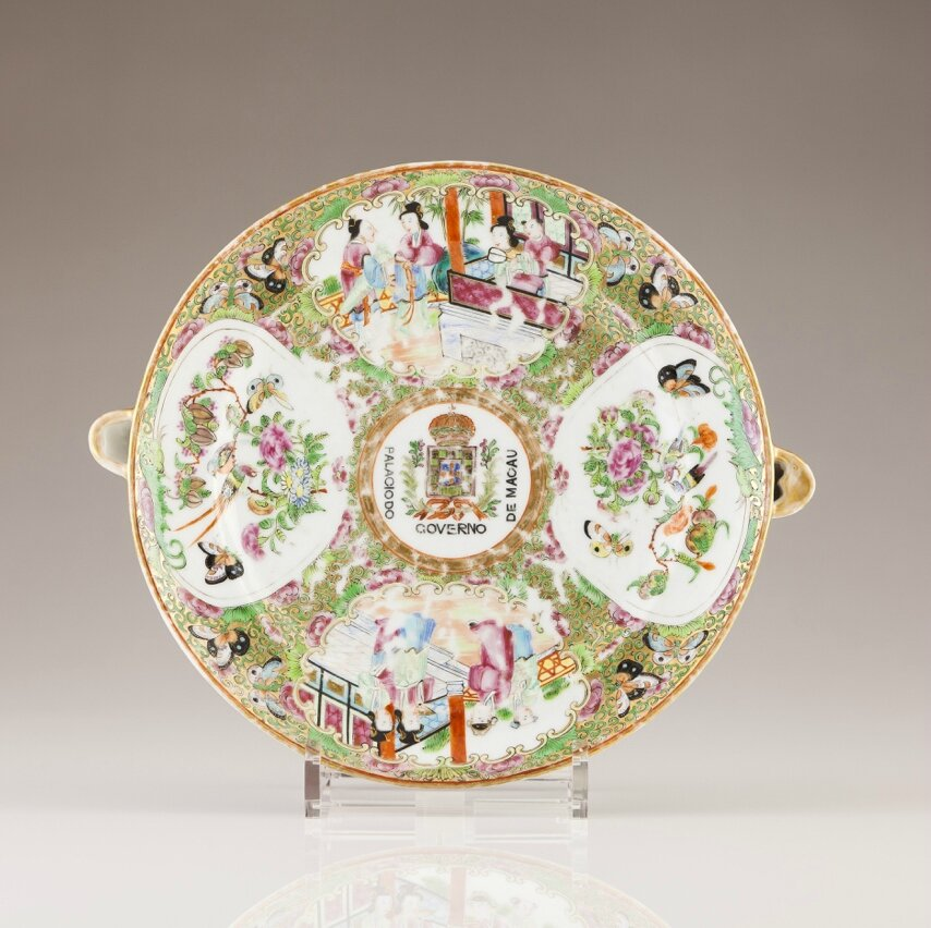 An armorial plate warmer, Chinese export porcelain, Guangxu Period, ca. 1880