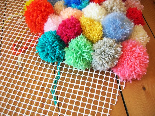 diy mon tapis toutenpompons pi. Black Bedroom Furniture Sets. Home Design Ideas