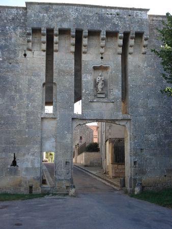 Flavigny porte fortifiée