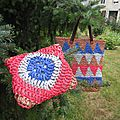 Grand sac multi-color et sa pochette...