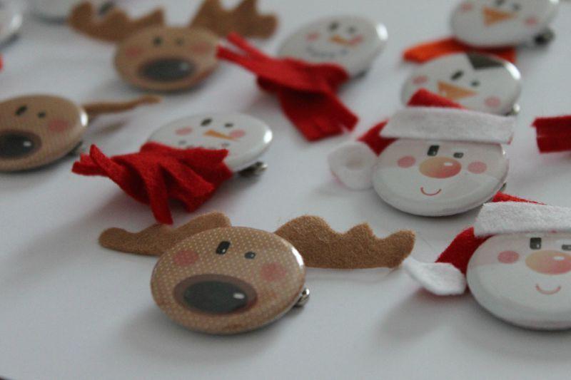 Super Des couches et des badges ROUGE BONBON pour le marché de Noël  NG71