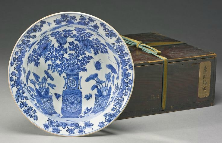 A blue and white 'Floral' basin, Late Ming dynasty, circa 1620s3
