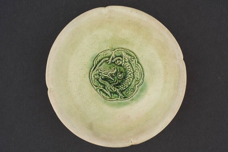 Four-lobed bowl with dragon medallion